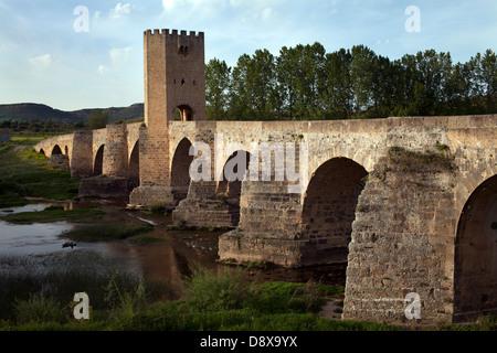 Medieval bridge. Of Romanesque origin, was modified in the century. XIV - Stock Photo
