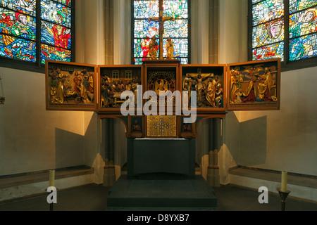 Innenaufnahme der Propsteikirche Sankt Peter und Paul in Bochum, Ruhrgebiet, Nordrhein-Westfalen - Stock Photo