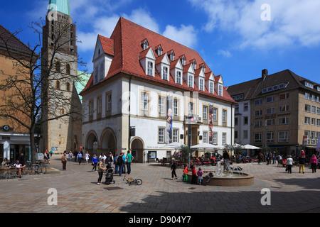 Alter Markt mit 'Theater am Alten Markt' und Altstaedter Nicolaikirche in Bielefeld, Teutoburger Wald, Nordrhein - Stock Photo