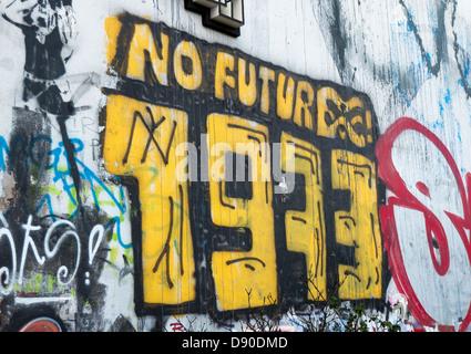 Awesome Berlin Wall Graffiti Art Crest - Wall Art Design ...