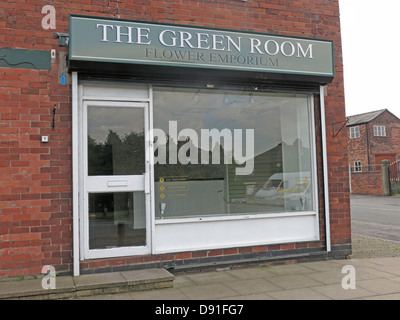 The Green Room Flower Shop Knutsford Rd Road, Grappenhall another business closed due to recession - Stock Photo