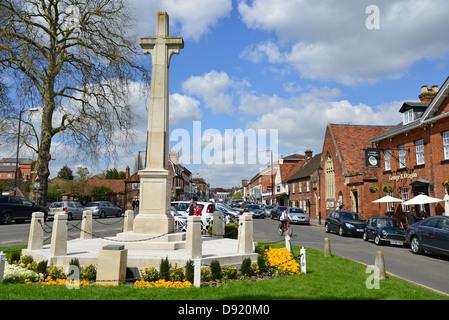 War Memorial and High Street, Marlow, Buckinghamshire, England, United Kingdom - Stock Photo