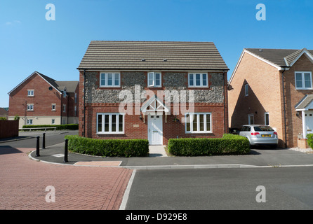Exterior view of detached NEW BUILD house and car on Ty Glas housing estate in Llanishen Cardiff Wales UK  KATHY - Stock Photo