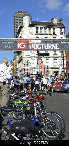 London, UK. Riders sprinting for their bikes during heat 1 of the Time Out London Folding Bike Race. The cycle racing - Stock Photo
