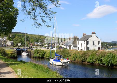 Yachts entering lock at Ardrishaig on the Crinan Canal, Argyll, Scotland. - Stock Photo