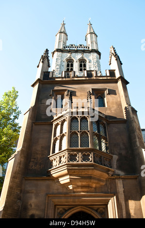 The Church of the holy Sepulchre known as St Sepulchre without Newgate, on Holborn Viaduct, London, UK - Stock Photo