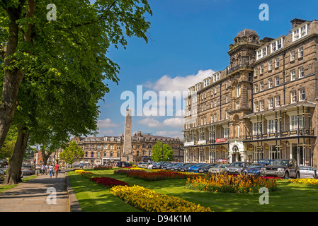 Harrogate in North Yorkshire formerly the West Riding of Yorkshire. The Cenotaph with the Yorkshire Hotel on the - Stock Photo