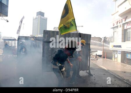 Istanbul, Turkey. 11th June 2013. Police intervention in Taksim Square, Istanbul, Turkey. Tuesday, June 11, 201 - Stock Photo