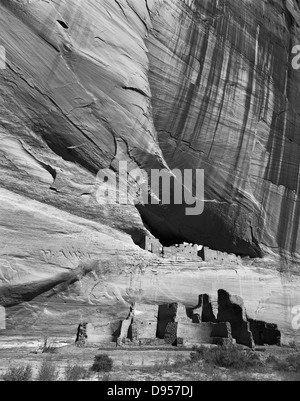 Currently within the boundaries of the Navajo Nation, Canyon de Chelly National Monument in Arizona holds the White - Stock Photo
