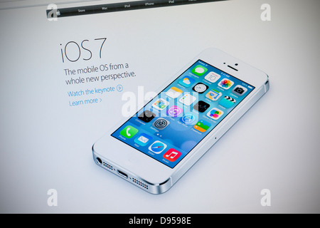 Apple website screenshot with iOS 7 presentation page - Stock Photo