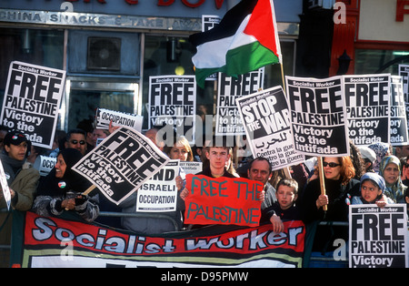 Demo outside Israeli embassy in London against incursions into Palestinian territory, 6 April 2002, central London, - Stock Photo