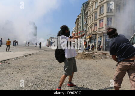 Istanbul, Turkey. 11th June, 2013. Police tries to clear protesters off Taksim square with force in Istanbul, Turkey, - Stock Photo