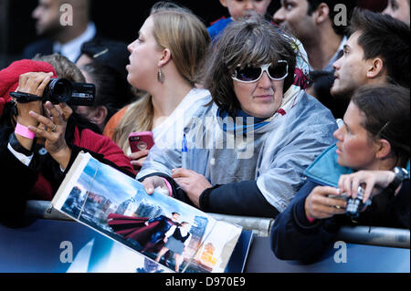 London, UK. 12th June 2013. Crowd waiting at European premiere for MAN OF STEEL at Empire and Odeon Leicester Square, - Stock Photo