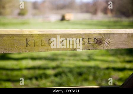 Keep closed sign on gate, UK - Stock Photo