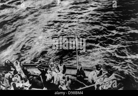 Titanic survivors on way to rescue ship Carpathia Date Created/Published: 1912 April. Medium: 1 photographic print. - Stock Photo