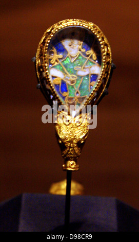 The Alfred Jewel is probably the single most famous archaeological object in England. It is comprised of a piece - Stock Photo