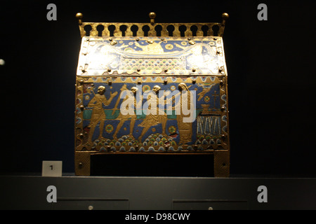 Reliquary casket of St. Thomas Becket. Gilt and copper alloy with enamel set on wood. Made around 1200 at Limoges, - Stock Photo
