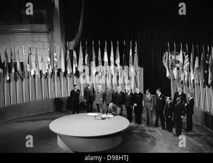 The San Francisco Conference: Netherlands Signs United Nations Charter June 1945. Alexander Loudon, Ambassador of - Stock Photo