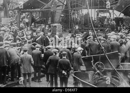Cardiff mine disaster [1913 Oct.] Photo shows the Sengenydd Colliery Disaster, Sengenydd, Wales. 439 men died in - Stock Photo