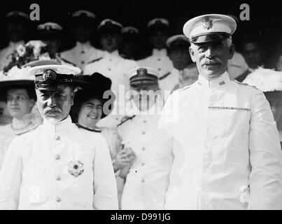 Admiral Togo Heihachiro (1848-1934), Japanese naval hero, with Major General Thomas Henry Barry, superintendent - Stock Photo