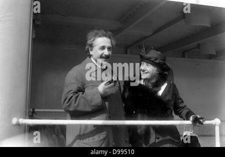 Albert Einstein (1879-1955) German-born Swiss-American theoretical physicist, with Elsa Einstein (1876-1936) his - Stock Photo