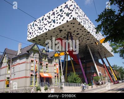 Ontario College of Art building on stilts - Stock Photo