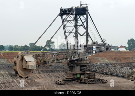 Brown coal digger, Tagebau Inden with the village of Pier in the background which is due for demolition to make - Stock Photo