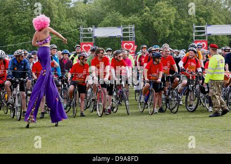 Clapham Common, London UK. 16 June 2013. Cyclists at the staged start of the British Heart Foundation London to - Stock Photo