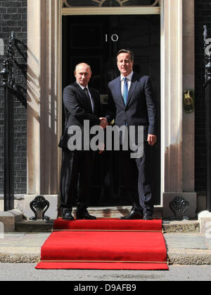 VLADIMIR PUTIN & DAVID CAMERON RUSSIAN PRESIDENT AND BRITISH 16 June 2013 10 DOWNING STREET  LONDON ENGLAND - Stock Photo