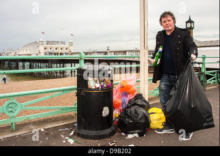 Brighton, UK. 17th June, 2013. Brighton & Hove Food and Drink Festival's Nick Mosley, one of the volunteers helping - Stock Photo