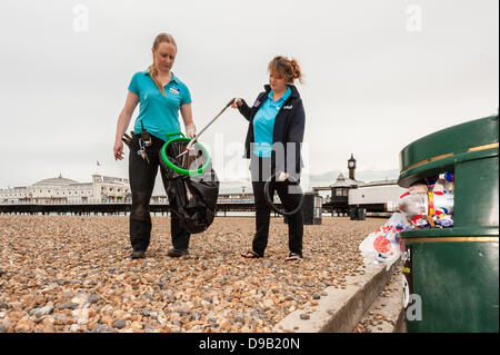 Brighton, UK. 17th June, 2013. Staff from Brighton SeaLife Centre protecting the environment, marine and human life - Stock Photo