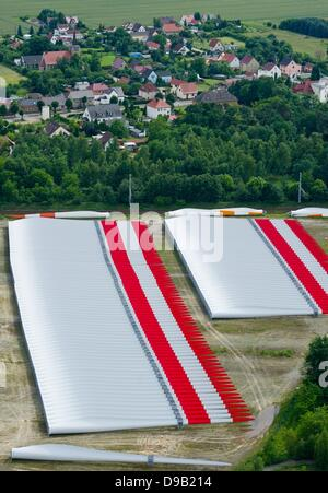 Lauchhammer, Germany. 15th June, 2013. A view from a 140 meter high base of a wind turbine of the model V112 shows - Stock Photo