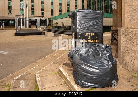 Brighton, UK. 17th June, 2013. In Bartholomew Square Moshimo' restaurant staff have covered the rubbish bins and - Stock Photo