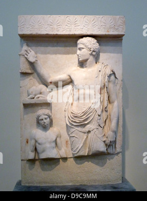 Grave stele, Pentelic marble, found on Aegina.  A standing youth, the head in profile, holds a small bird in his - Stock Photo