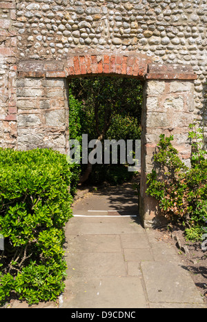 Sidmouth, Devon, England. June 10th 2013.  A gateway at Connaught Gardens in Sidmouth. - Stock Photo