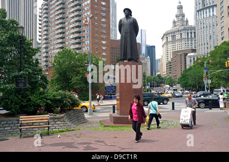 Kimlau Square - Lin Ze Xu Statue - Chinatown - New York City - Stock Photo