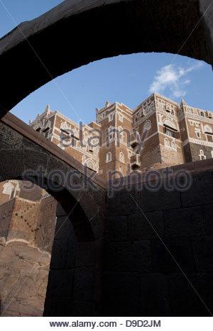 Surrounding wall of a palace, Dar Al-Hajar, Wadi Dhar, Sana'a, Yemen - Stock Photo