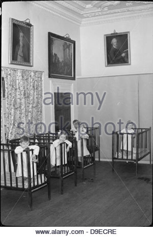 Life at the Tapley Park Children's Home (the Chaim Weizmann Home), Instow, Devon, October 1942 D10581 - Stock Photo