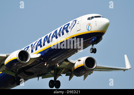 Ryanair Boeing 737 coming in to land - Stock Photo