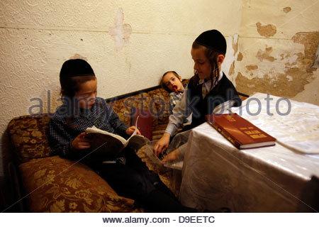 Ultra religious Neturei Karta Children, Mea Shearim ...