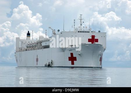 U.S. Naval hospital ship USNS Mercy off the coast of Zamboanga, Philippines. - Stock Photo