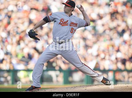 Detroit, Michigan, USA. 18th June, 2013. June 18, 2013: Baltimore Orioles pitcher Zach Britton (53) delivers pitch - Stock Photo