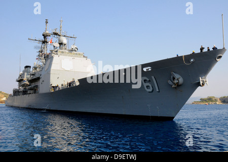 USS Monterey arrives at the for a routine port visit in Souda Bay, Greece. - Stock Photo