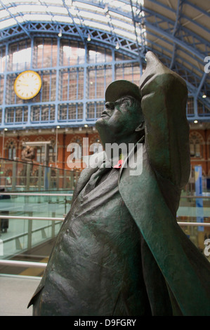 Statue of John Betjeman, St. Pancras Railway Station, London, England, UK - Stock Photo