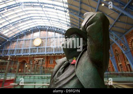 Statue of John Betjeman, St. Pancras Railway Station, London, England, UK - Stock Photo