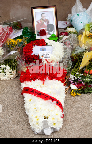 Floral tributes laid in the memory of Fusilier Lee Rigby at the War Memorial in War Memorial Park, Coventry. - Stock Photo