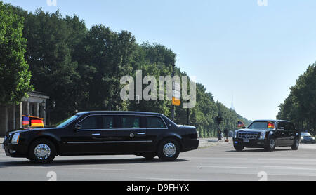 Berlin, Germany. 19th June, 2013. US Presidents Barack Obama's motorcade makes its way through Berlin, in Berlin, - Stock Photo