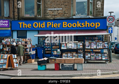 Couple looking at secondhand books Marine Road Morecambe Lancashire England GB Great Britain UK United Kingdom - Stock Photo
