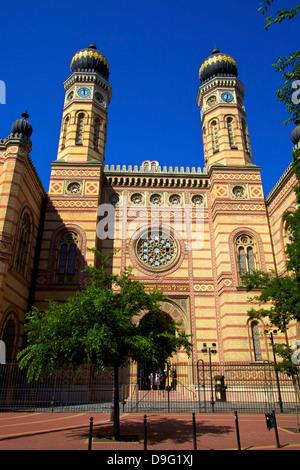 Dohany Street Synagogue and Hungarian Jewish Museum, Budapest, Hungary - Stock Photo