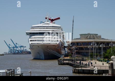 In Mobile Alabama The Carnival Cruise Ship HOLIDAY Provides - Cruise ship mobile alabama